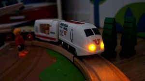 Brio_train_remote_spelpappan
