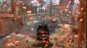 Call of Duty-spelen presenterar skada genom varierand grad av blod på skärmen.