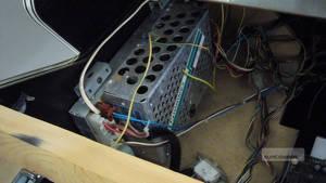 Nätdelen i vårt kabinett. Med en multimeter tar du reda på hur många volt som går i varje sladd, om det inte är tydligt angett.
